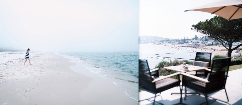 Frau geht am Strand passieren mit Terrasse am Meer